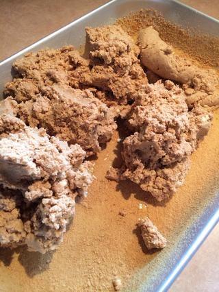 Añadir trufa al molde preparado.