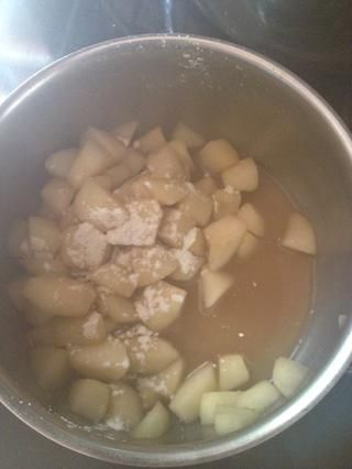 Añadir la mezcla de harina 3 cucharaditas de distancia poco a poco y añadir 1 cucharadita de jarabe de Kyro. Será espesar usted don't need to over cook. I would say about 5-10 mins