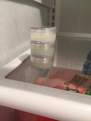 Derretir durante 45 segundos y luego ponerlo en la nevera durante 2-3 horas