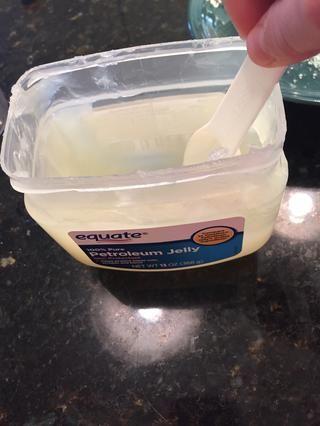 Obtener una cucharada de vaselina