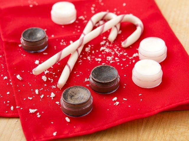 Cómo hacer Moca de la hierbabuena Lip Scrub + Lip Balm