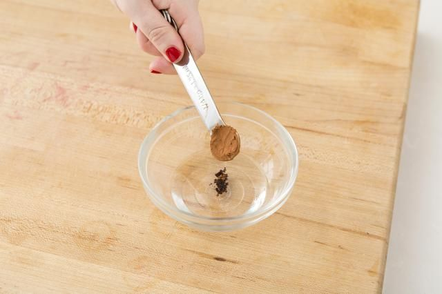 Añadir 4/1 cucharadita de polvo de cacao.