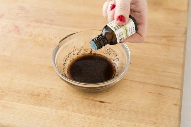 Añadir 2-3 gotas de aceite de menta.