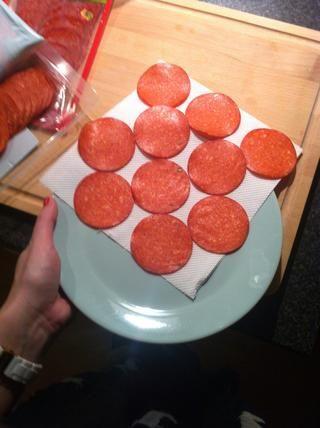 Coloque las rodajas en un plato apto para microondas.