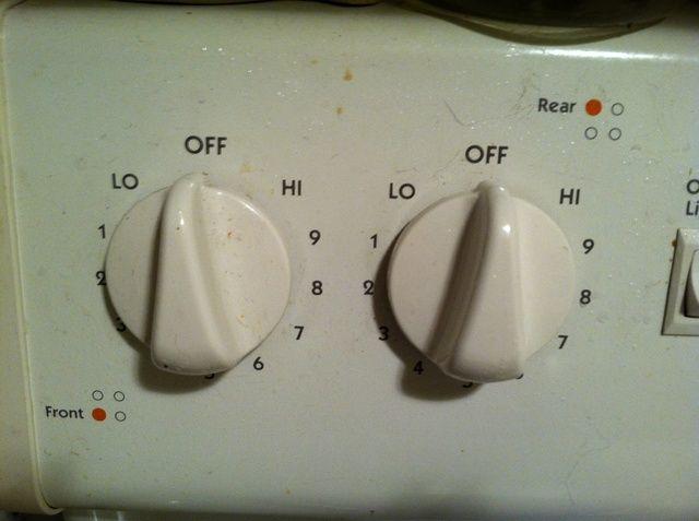 Cuando usted pone su tocino sin cocer en la sartén, asegúrese de que la bandeja está fría - es decir, no