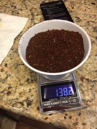 Pesar 70 gramos de suelo Nota café- - la cazuela pesa 68,2 gramos.