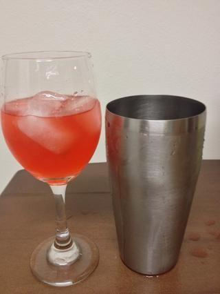 Coloque todo en una copa de vino ... trata de no beber, hasta ahora !! :)