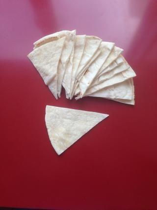 Cortar el pan en rebanadas de pizza plana de futuro para el tah dig