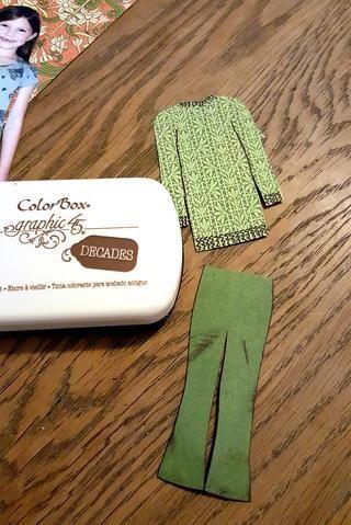 He utilizado almohadillas para sellos ennegrecer los bordes de la ropa.