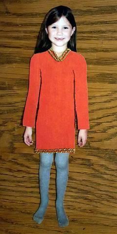 Se trata de un vestido rojo de Navidad. He decorado con cintas de oro.