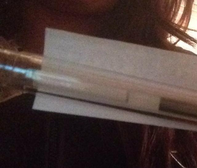 Forma de papel rodando alrededor pluma.