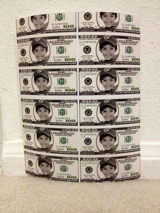 Cuando recorte para imprimir, mover la imagen por lo que tiene los dólares completos que muestran en la parte inferior. Los proyectos de ley en la parte superior no será completa (arriba será cortada). Usted recibirá diez facturas completas por página.