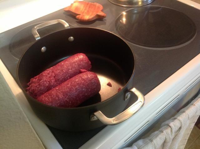 Ponga la carne molida en la estufa