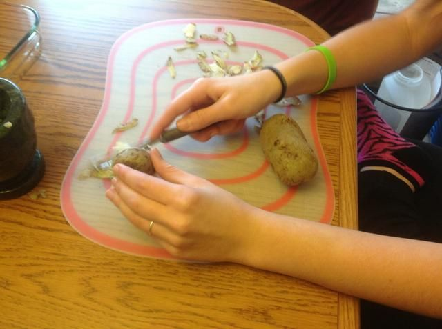 Pelar las patatas