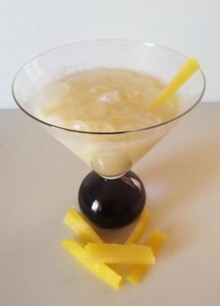 Mezcle los ingredientes juntos y ajustar el ron o jarabe simple y crema de coco al gusto. Añadir hielo y agitar de nuevo. Adorne con juliana de piña (del núcleo) o una rebanada de piña. http://goo.gl/wRi61C