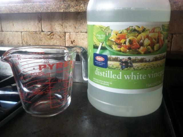 Añadir 3 tazas de vinagre blanco destilado de cacerola