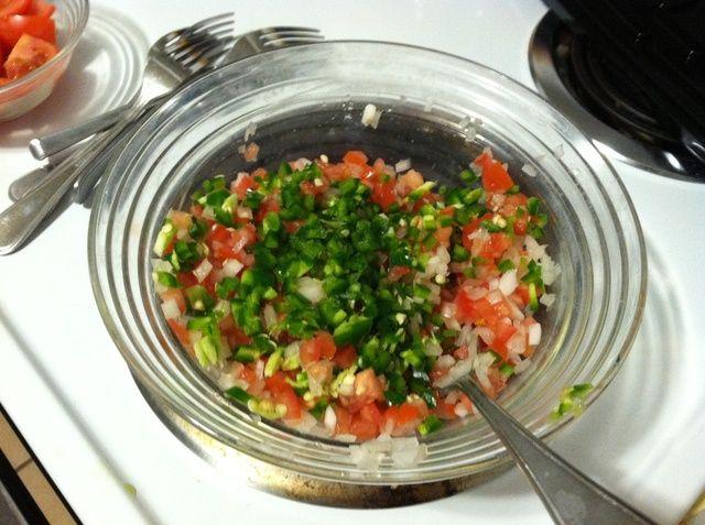 Agregue el chile jalapeño. Mezclar. En el punto de que me gusta el sabor de la salsa para ver qué tan caliente los jalapeños son. Si ellos're super hot I usually add more tomatoes. If they're not spicy at all I usually add more.