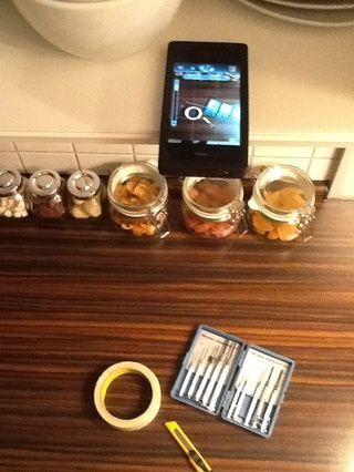 Pon tu iPhone en un compartimento superior cocina abierta y ajustar para que coincida con encuadre