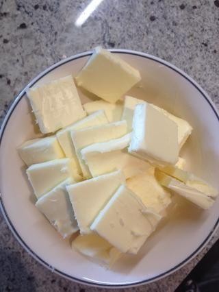Preparación: cortar las 13 cucharadas de mantequilla en trozos de 1 pulgada y guardar en la nevera para mantener fresco.