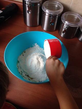 Añadir 4 1/2 c de harina