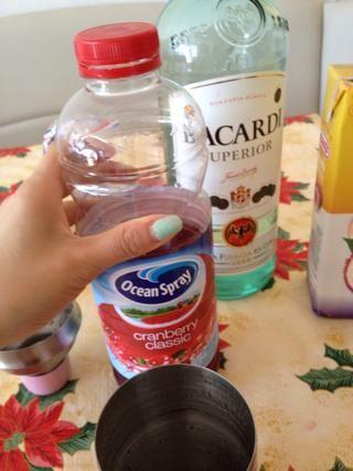 1 oz de jugo de arándano o 1/2 oz de jugo de fresa