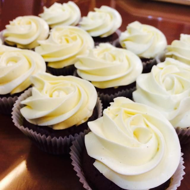 La textura es grande también ?????? Ah, y esta cantidad puede heladas waaaay más de 12 pastelitos. Se puede llenar y las heladas un pastel.