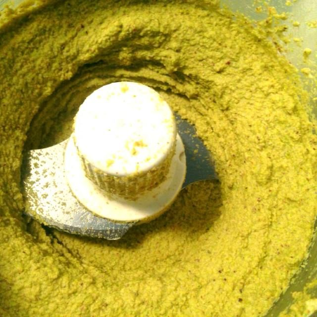 aquí's the pistachio butter after slowly adding the water and processing.