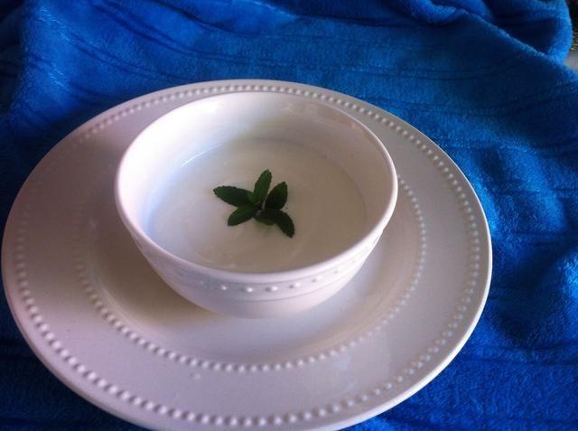 Y ahí lo tienes .. Un yogur natural fresca hecha en casa (: