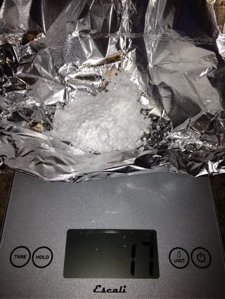 Y añadir 13 gramos de azúcar en polvo a la mezcla y se remueve hasta