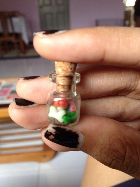 Cómo hacer arcilla del polímero del mini jardín en una botella
