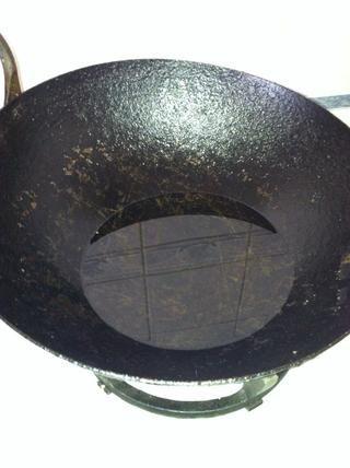 Asegúrese de que su aceite esté caliente. Esto hará que el poori hojaldre hasta que es exactamente lo que un poori se trata.