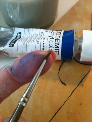 Yo uso un pequeño cepillo como se puede ver ... Esto realmente funciona mejor porque se puede controlar fácilmente.