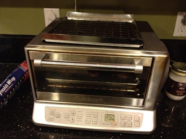 Coloque en el horno precalentado durante unos 8 minutos. * Si los bordes comienzan a dorar antes de los 8 minutos y luego sacarlos *