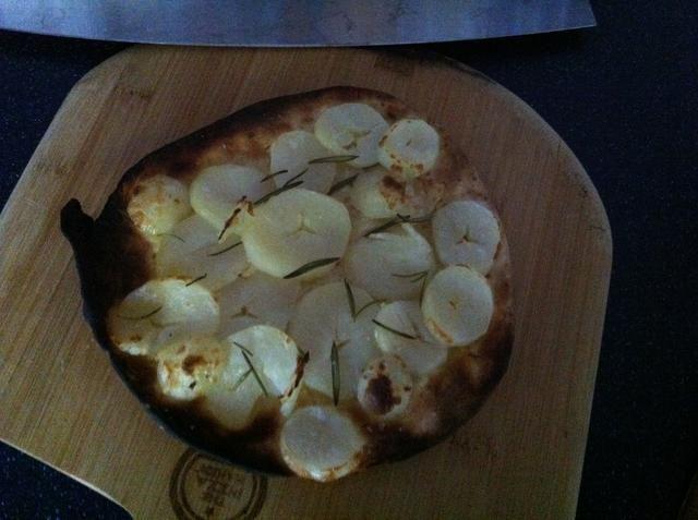 Un poco más cocinada, pero deliciosa pizza de papa.