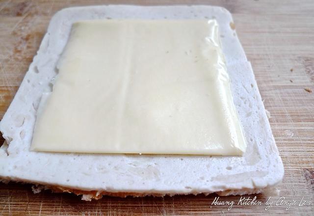 Luego, con bajo contenido de grasa rebanada de queso cheddar.