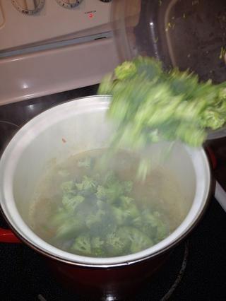 Luego se agrega el brócoli.