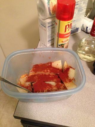 Puse unos 2 cucharadita de pimentón en las patatas.