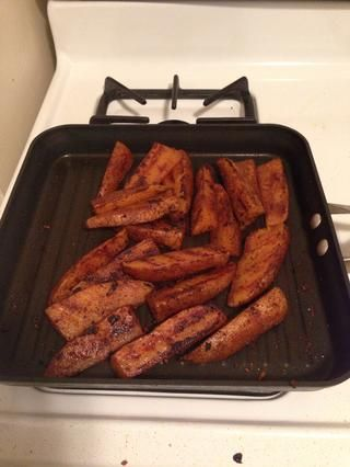 ¡Hurra! Dore bien las patatas! Se puede decir que cuando se hacen porque se puede meter un tenedor aunque fácilmente.