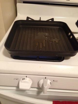Baje el fuego a lo alto para obtener el aceite bien caliente.