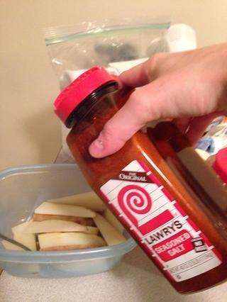 Añadir sal condimento para dar sabor.