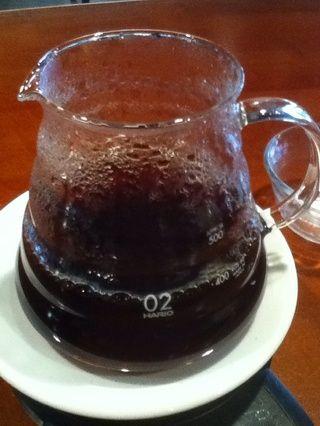 Quite el filtro y disfrutar de su bebida hecha a mano.