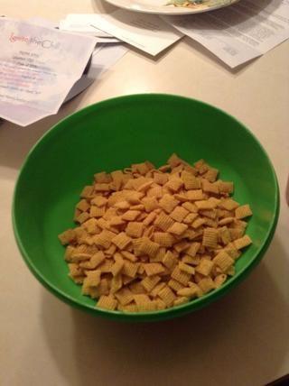Ponga el cereal en un tazón.