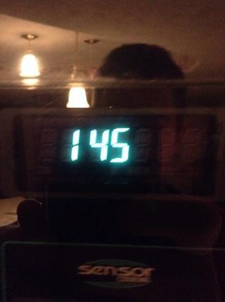 Póngalo en el microondas durante un minuto y cuarenta y cinco segundos.