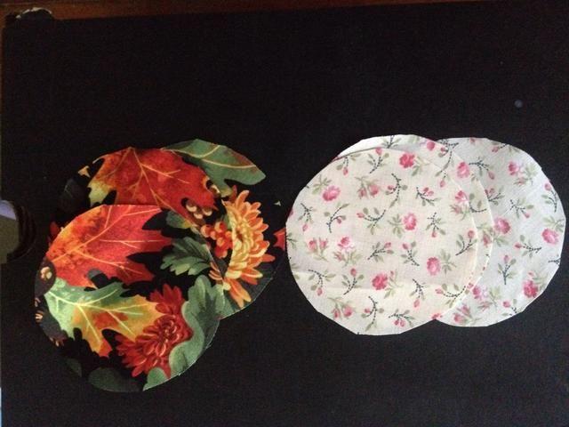 Corté 3 piezas redondas de cada tela