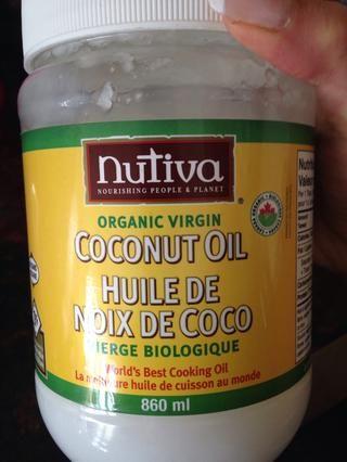 He utilizado el aceite de coco para engrasar mi sartén.