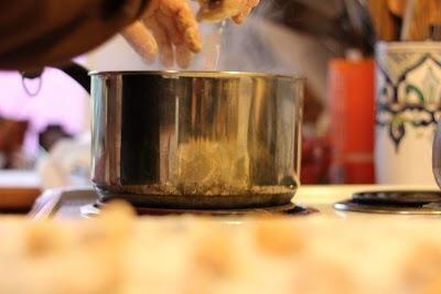 Cuando sus ñoquis tienen forma y listo,'s time to pop them into the boiling water.
