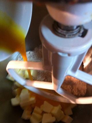 Agregar a la mezcla de la torta.