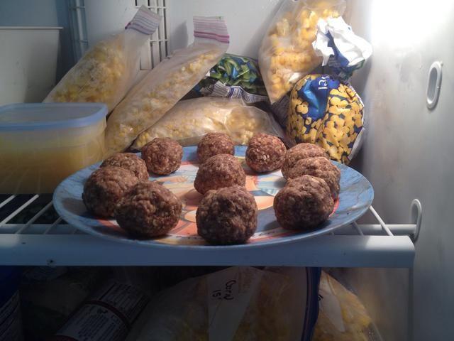 Para comer enseguida, coloque la cantidad deseada en el congelador, sin tapar, en bandeja, 20-25 minutos.