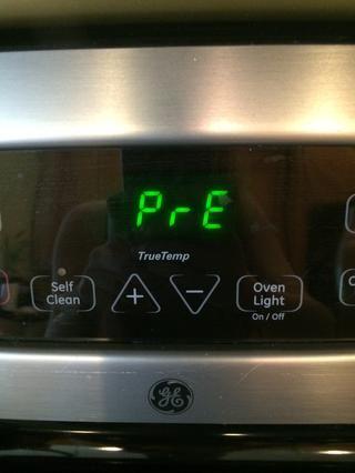 Además, trate de no olvidar para calentar el sobre antes de hacer la masa. Caliente el horno a 350 grados F durante unos 35 minutos.