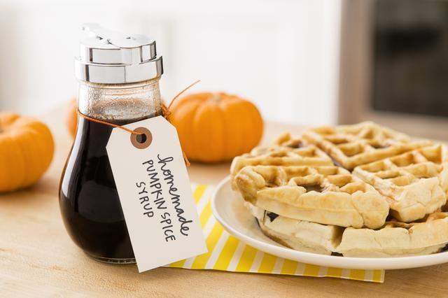 Receta Inspirado por: http://onesweetmess.com/2013/09/09/homemade-pumpkin-spice-syrup/
